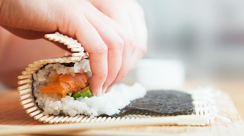 Como fazer sushi? Aprenda receitas de comida japonesa!