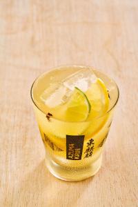 Drink Sakê 2 Limões com cravo